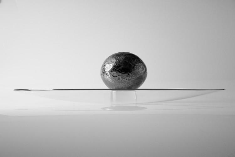 socle en verre plein transparent taillé Ø8x6cm - credits : Alexane Fay