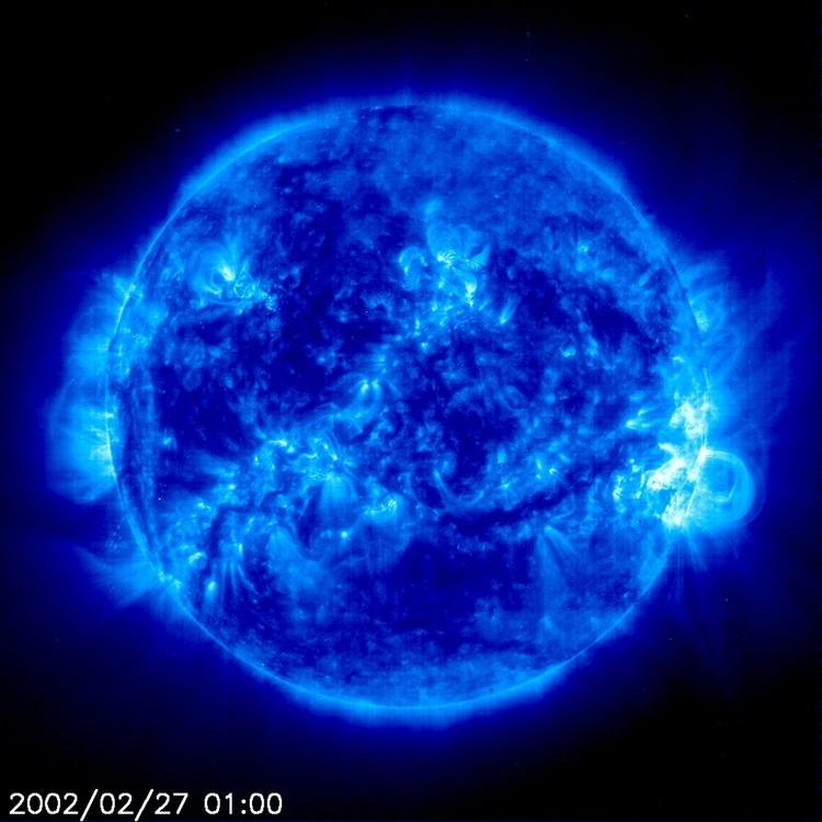 Grandes boucles magnétiques vues par le satellite SOHO – droits : SOHO (ESA & NASA)