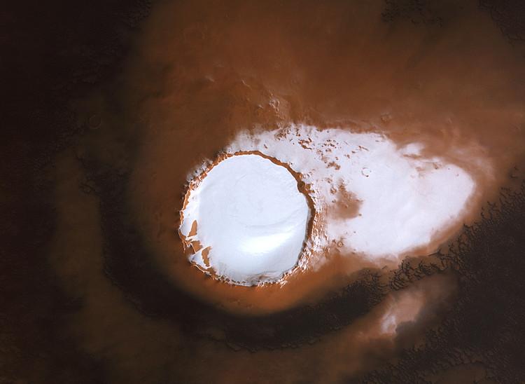 Un cratère rempli de glace au pôle nord de Mars – droits : ESA/DLR/FU Berlin