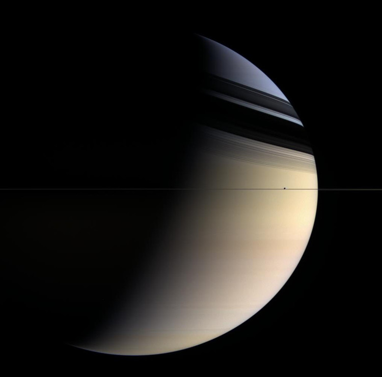Saturne en bleu et or – droits : Cassini Imaging Team/SSI/JPL/ESA/NASA