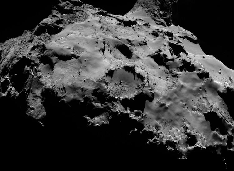 La comète 67P – droits : ESA/Rosetta/MPS for OSIRIS Team MPS/UPD/LAM/IAA/SSO/INTA/UPM/DASP/IDA