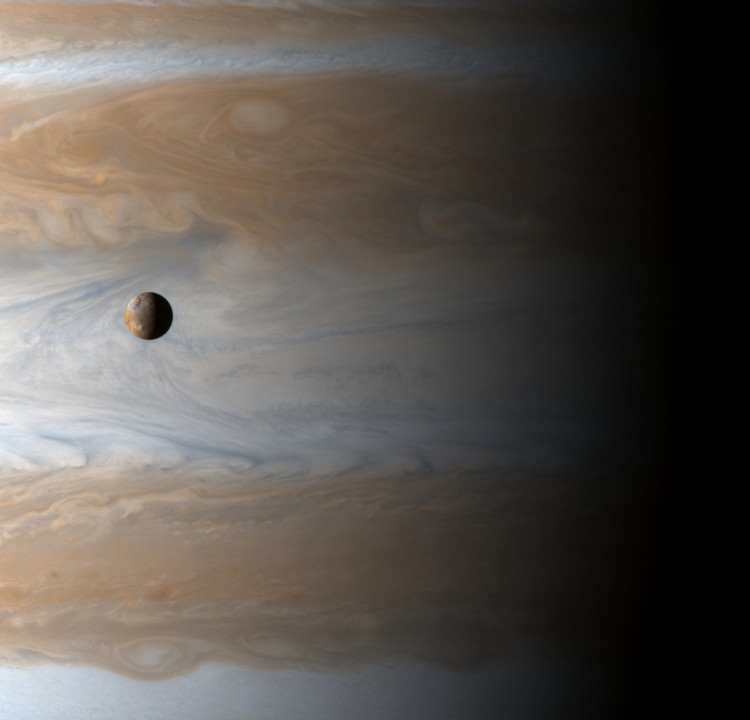 Io devant Jupiter – droits : Cassini Imaging Team/SSI/JPL/ESA/NASA