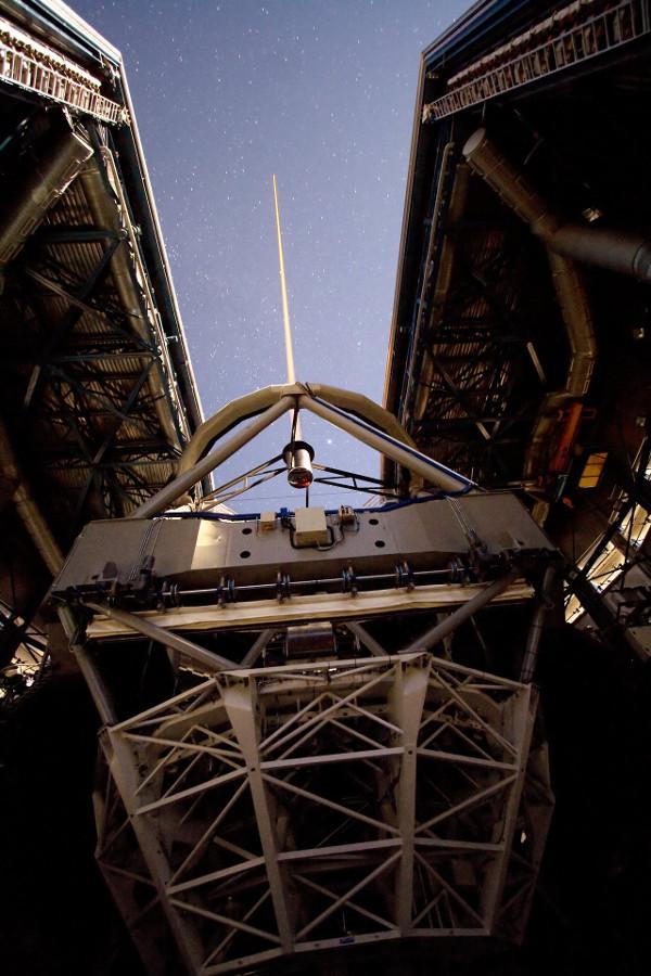 Création d'une étoile artificielle au VLT - droits : ESO/Y. Beletsky