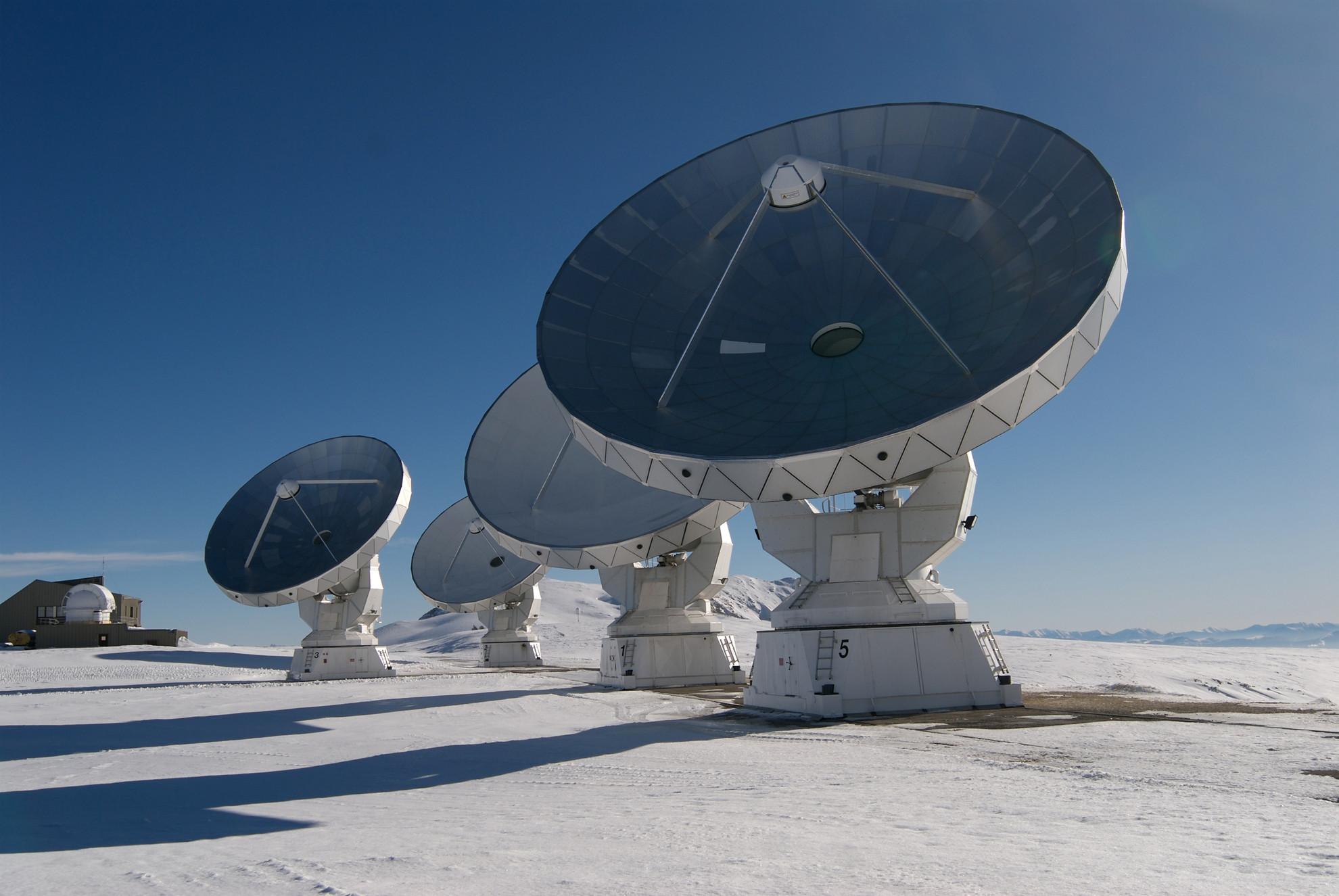 Quatres des antennes du plateau de Bure - Droits : IRAM/Rebus