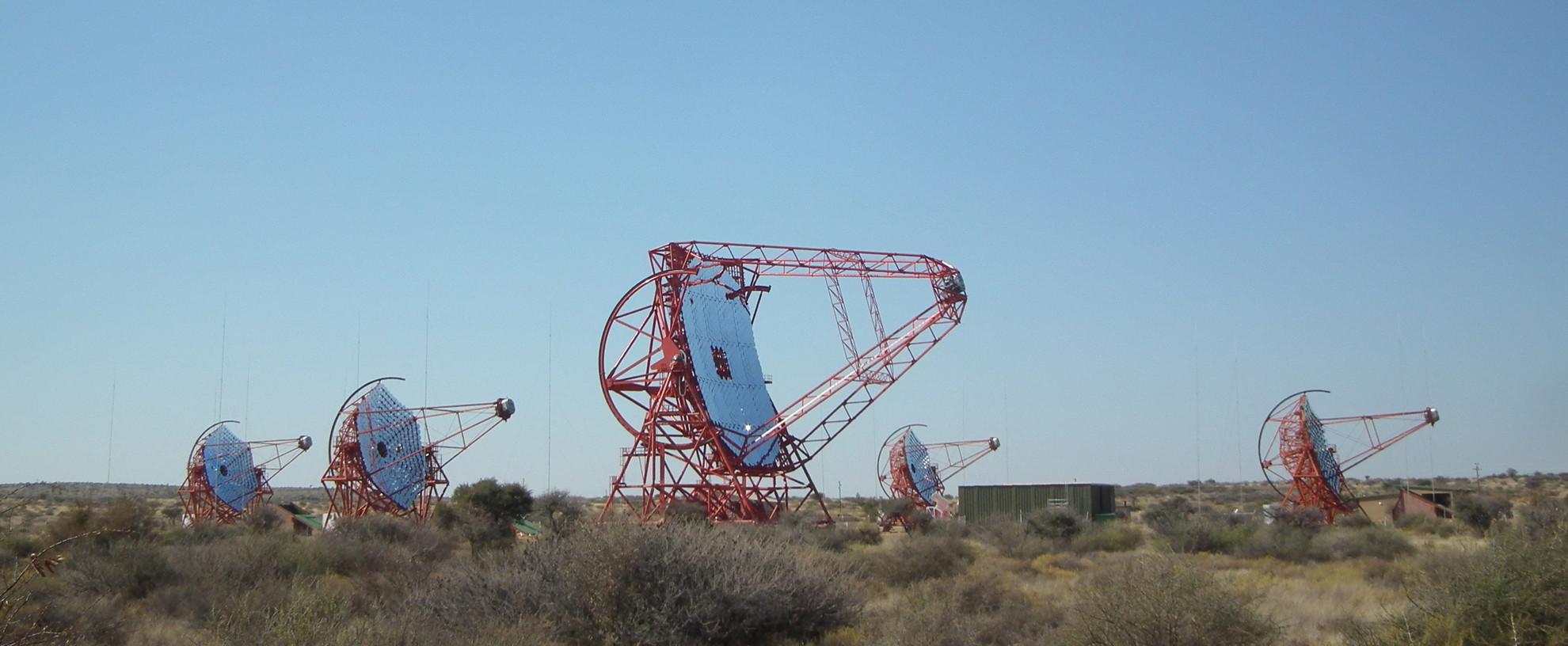 Le réseau HESS en Namibie pour l'étude des rayons gamma - Droits : H.E.S.S. Collaboration/Arnim Balzer